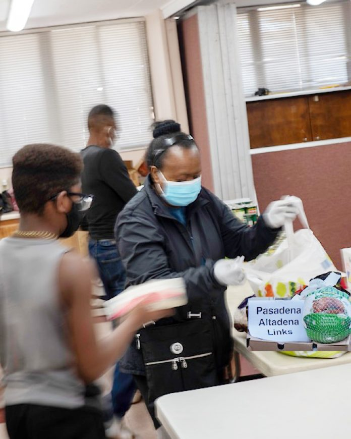 Pasadena-Altadena Links Chapter helped host a food drive recently for those in need.